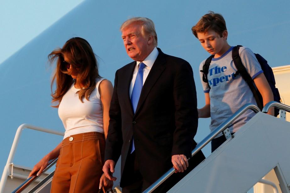 Melania et Barron Trump sont arrivés à bord... (PHOTO REUTERS)