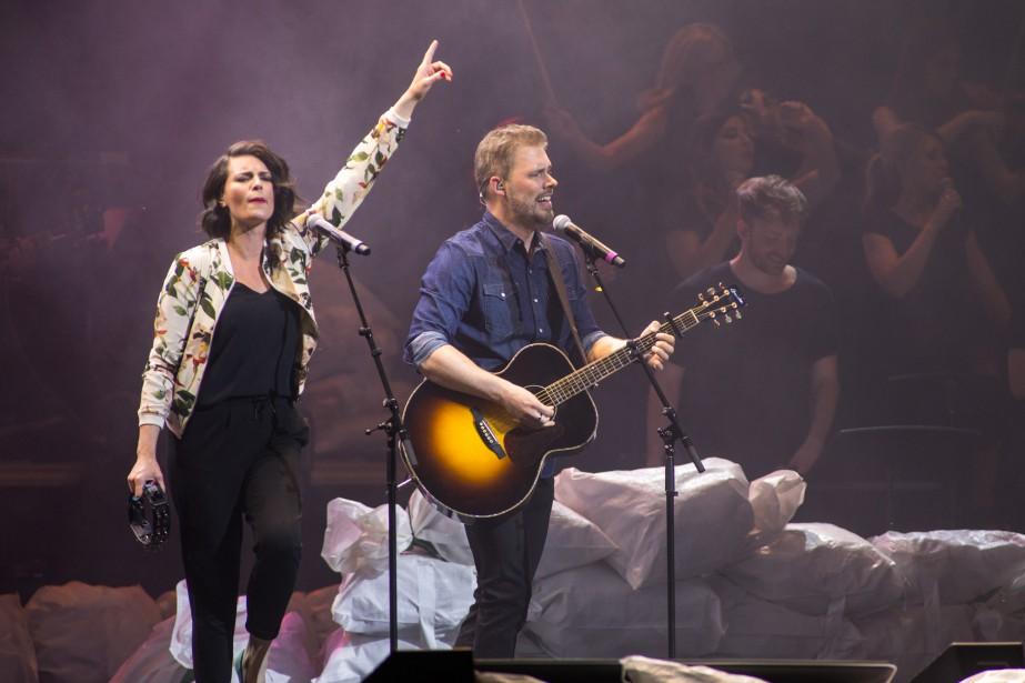Marie-Ève Janvier et Jean- François Breau ont chanté  Welcome soleil .   11 juin 2017