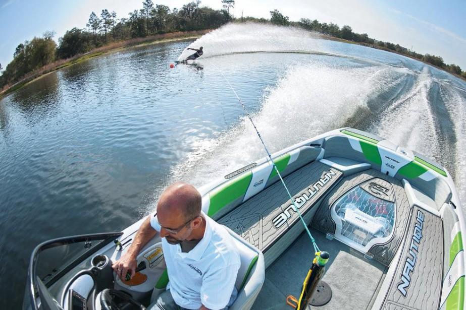 Le bateau de ski nautique de LTS Marine... (La Presse)