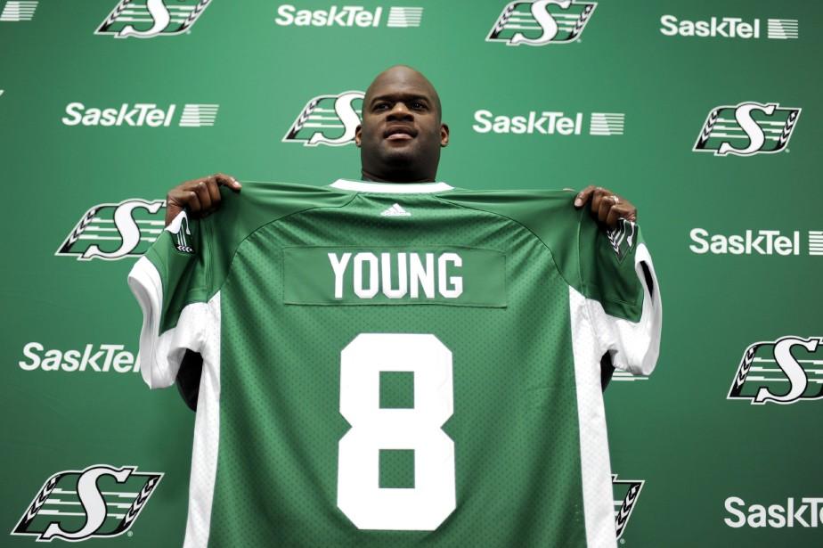Vince Youngtente un retour au football, dans la... (photo Mark Taylor, La Presse canadienne)