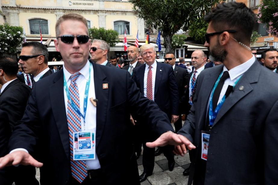 Donald Trump est entouré de membres du Secret... (ARCHIVES REUTERS)