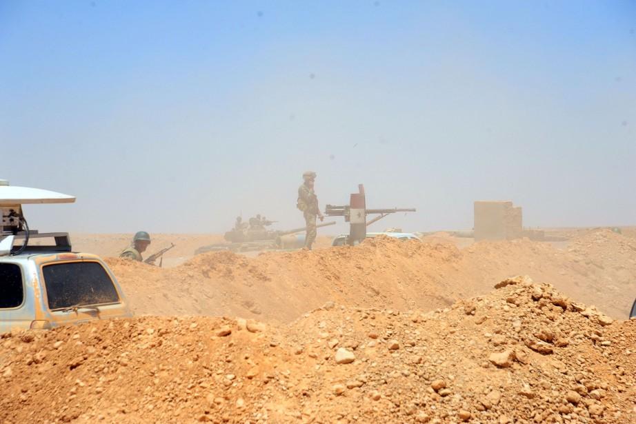 Il y a de violents combats contre Daech... (PHOTO REUTERS)