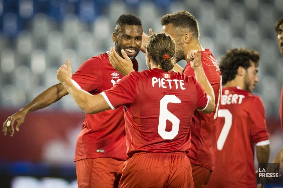 Anthony Jackson-Hamel (à gauche) célèbre après avoir marqué... (Photo Olivier Jean, La Presse)