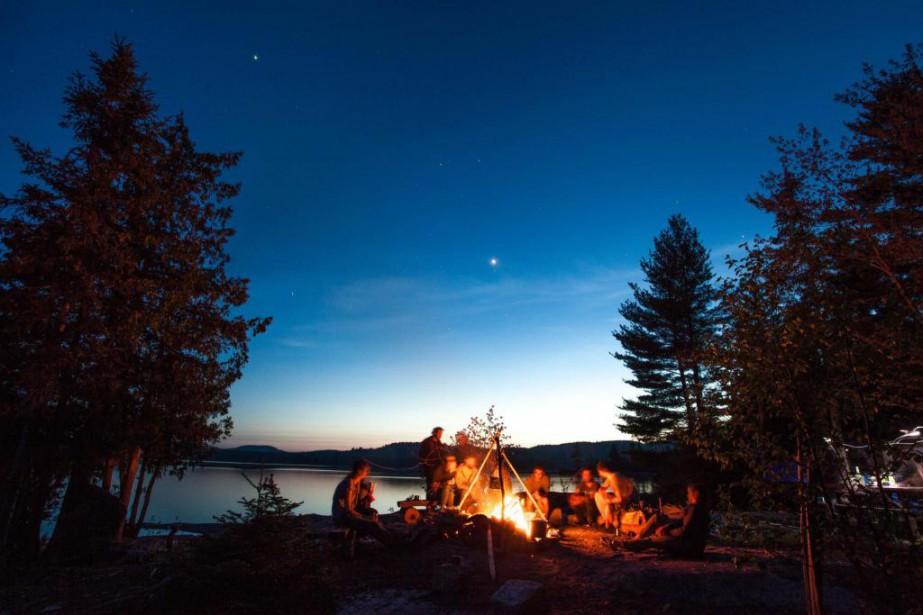 Rassembleur par excellence, le feu de campa néanmoins... (Photo fournie par le Parc régional du Poisson blanc)