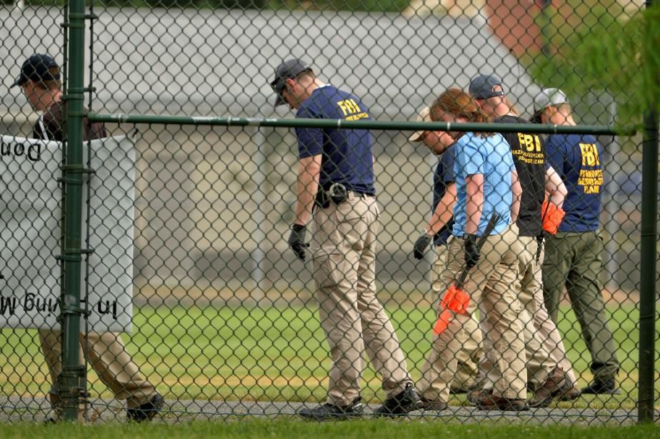 Des agents du FBI sur le terrain de... (PHOTO ARCHIVES REUTERS)