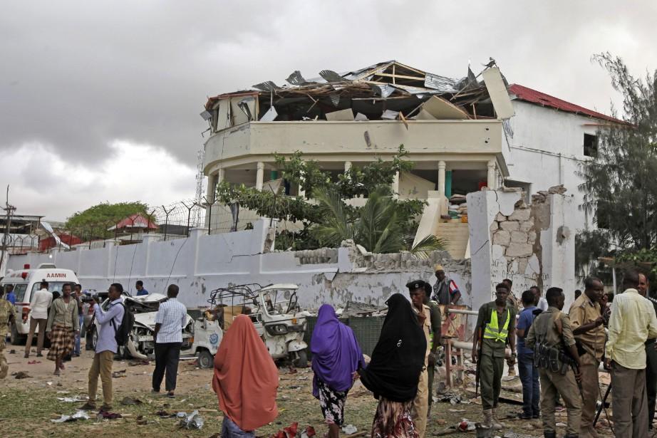 L'attaque a débuté mercredi soir par l'explosion d'un... (Photo AP)