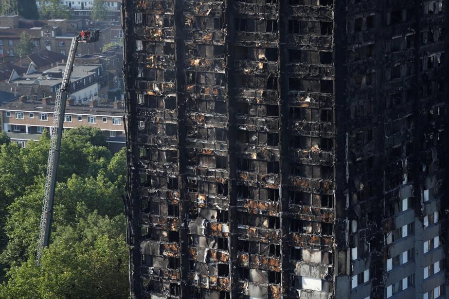L'origine du sinistre restait inconnue, mais la colère... (Photo Peter Nicholls, REUTERS)