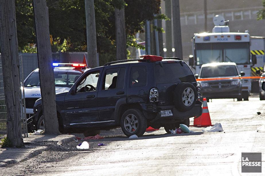 Un automobiliste a été atteint par les policiers... (Patrick Sanfaçon, La Presse)