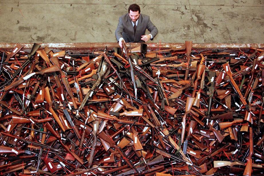 Le gouvernement australien estime que 260 000 armes... (PHOTO REUTERS)
