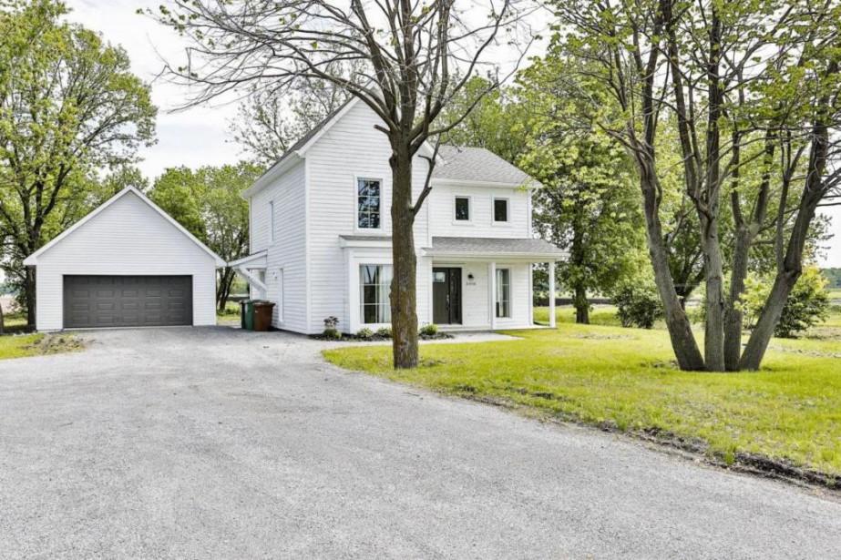 La maison et son garage ont été construits... (Photo fournie par Centris)