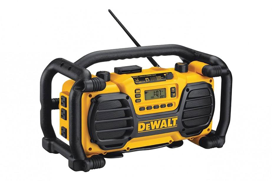 Radio chargeur pour batteries Dewalt offert chez les détaillants Dewalt -Voilà un produit qui plaira à coup sûr aux bricoleurs, aux chasseurs, aux pêcheurs et à tout amateurs de plein-air. Le radio chargeur Dewalt offre une grande polyvalence ce qui en fait un produit idéal autant sur les chantiers que pour toutes activités extérieures. ()