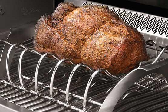Support à rôti/côtes levées offert chez Maçonnex - Les vrais carnivores seront ravis! Ce support à rôti ou à côtes levées en acier inoxydable est l'accessoire parfait pour un barbecue réussi. Facile à nettoyer, il assure une cuisson plus uniforme. ()