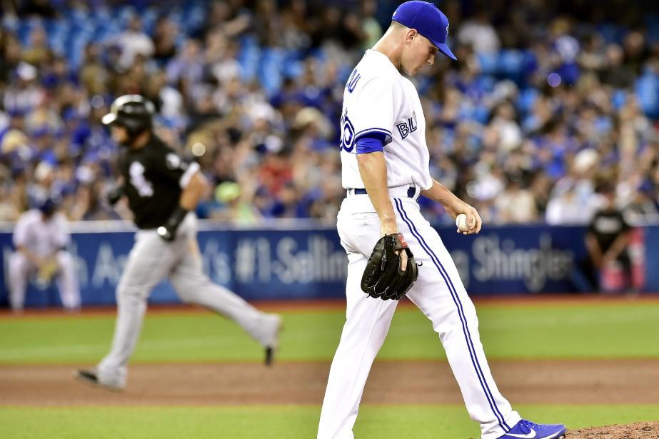 Jeff Beliveau ne regarde pas le joueur des... (Photo Frank Gunn, La Presse canadienne)