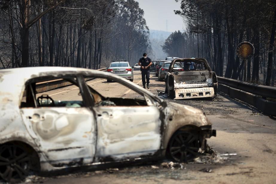 Plusieurs personnes mortes dans l'incendie étaient demeurées prisonnières de leur voiture. (AFP, Patricia De Melo Moreira)