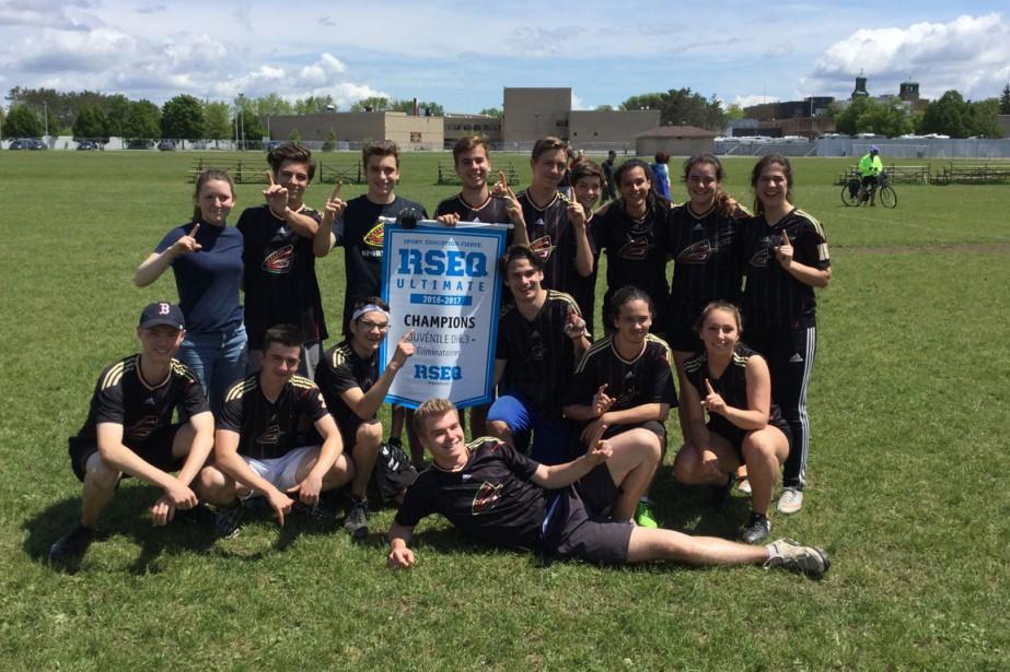 Ultimate Frisbee:  École Des Pionniers. Juvénile division 3. Champions des séries. | 20 juin 2017