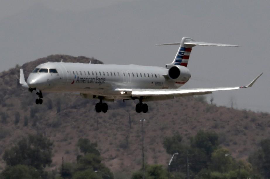 Un avion d'American Eagle se pose au Sky... (PHOTO AP)