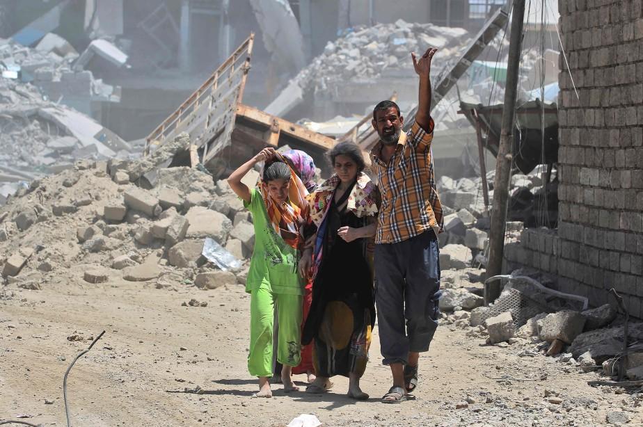 Quelque 100 000 civils sont «retenus comme boucliers... (AFP)