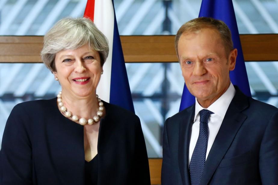Theresa May a rencomtré jeudi à Bruxelles le... (PHOTO archives AFP)