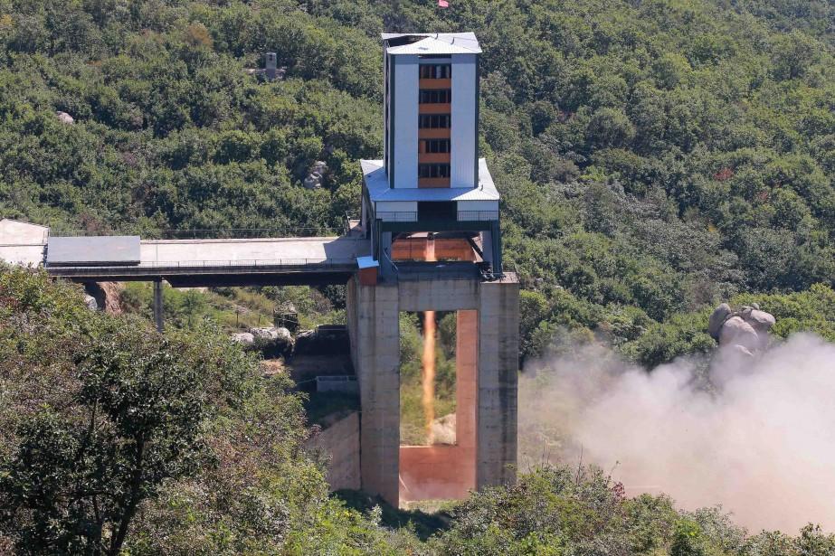 Un moteur de fusée testé en Corée du... (PHOTO ARCHIVES REUTERS/AGENCE KCNA)