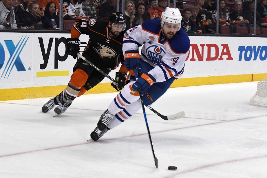 Kris Russell (4) reste à Edmonton pour quatre... (Photo Kirby Lee, USA TODAY Sports)