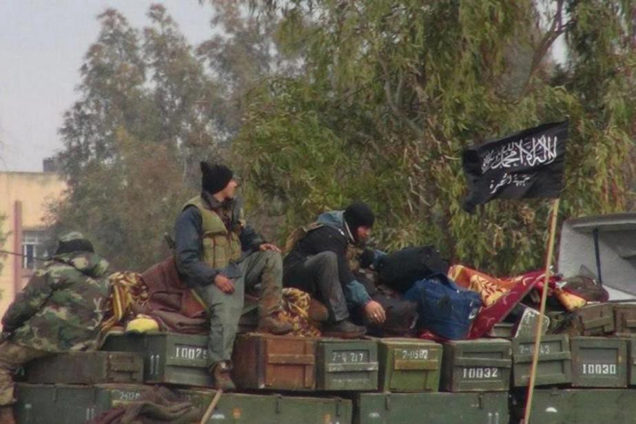 Un combattant du Front al-Nosra, groupe djihadiste lié... (Photo Archives Associated Press)