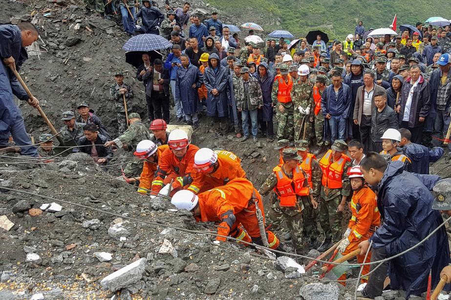 Près de 2000personnes sont sur les lieux pour... (PHOTO REUTERS/CHINA DAILY)