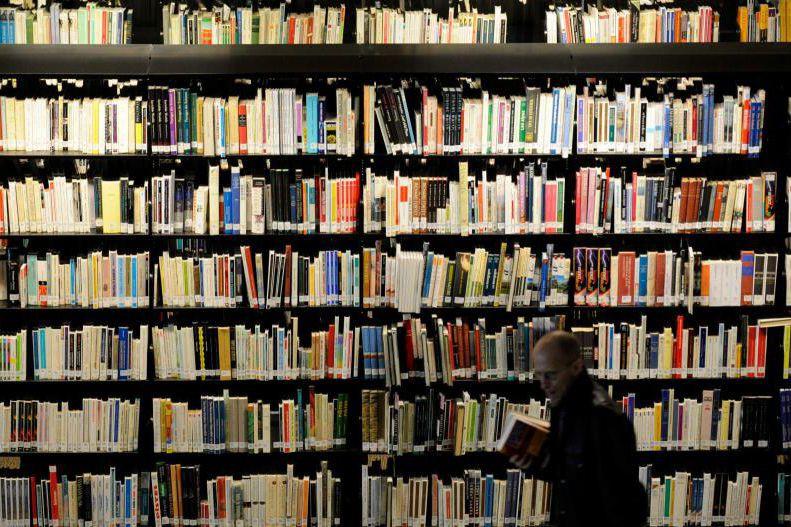 Un usager de la Grande Bibliothèque nationale du... (Photo Bernard Brault, Archives La Presse)