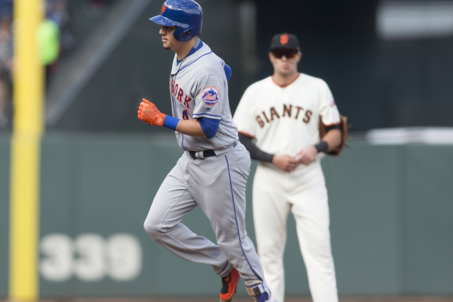 Wilmer Flores a contourné les buts en quatrième... (Photo Neville E. Guard, USA TODAY Sports)