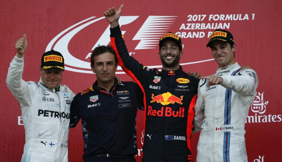 Valtteri Bottas, l'ingénieur de Red Bull Pierre Wache Daniel Ricciardo et Lance Stroll sur le podium. | 25 juin 2017