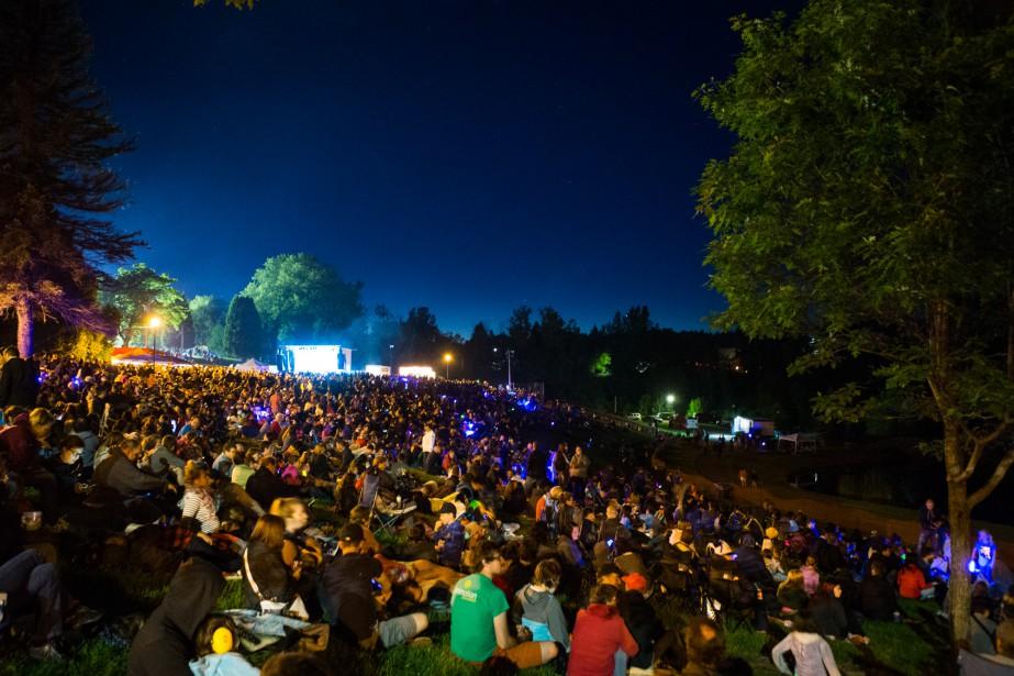 La foule présente au parc de la Rivière-Grand-Mère était considérable samedi soir. | 25 juin 2017