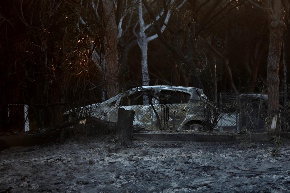 Après le démarrage de l'incendie dans la nuit... (Photo Jon Nazca, Reuters)