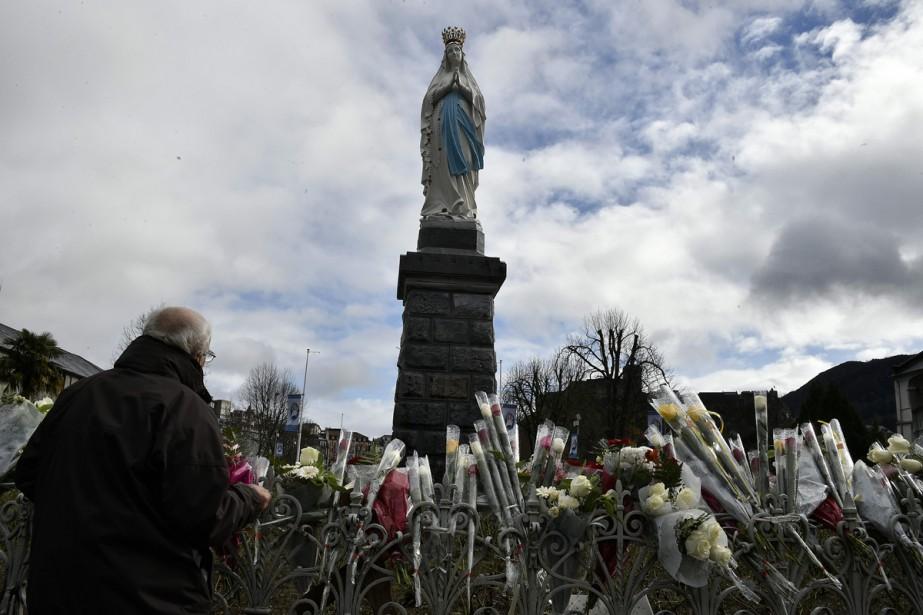 La statue de la Vierge Marie à Lourdes.... (PHOTO ARCHIVES AFP)