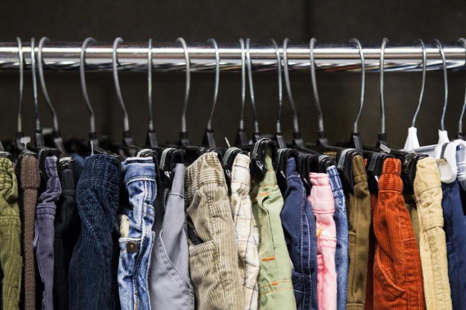 De nombreux organismes communautaires recueillent des vêtements et... (PHOTO EDOUARD PLANTE-FRÉCHETTE, ARCHIVES LA PRESSE)