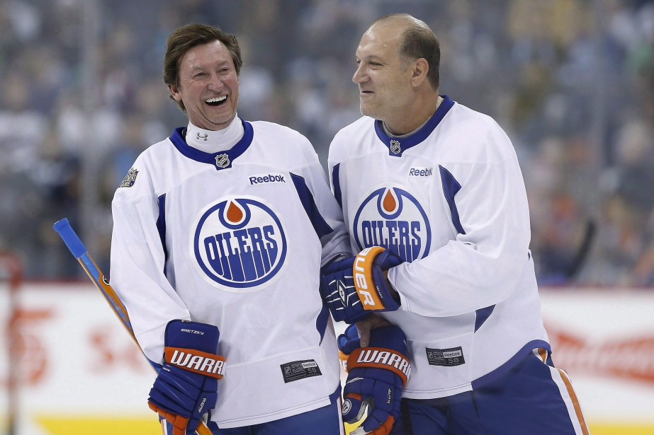 Dave Semenko (à droite) avec Wayne Gretzky lors... (Photo John Woods, archives PC)