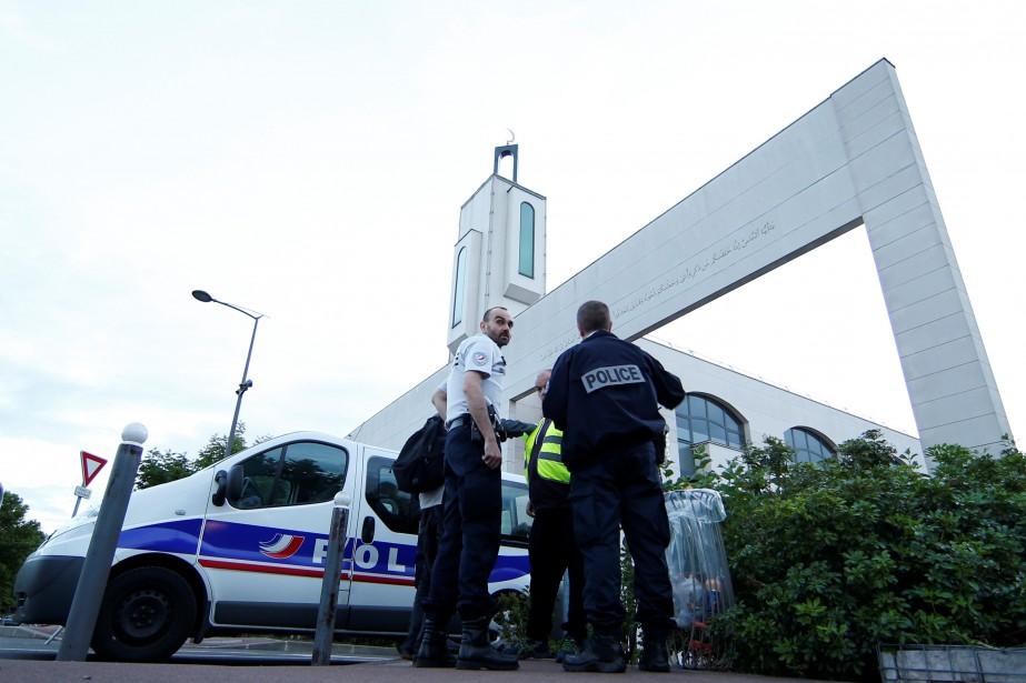 Selon la police, le suspect a tenu des... (PHOTO REUTERS)