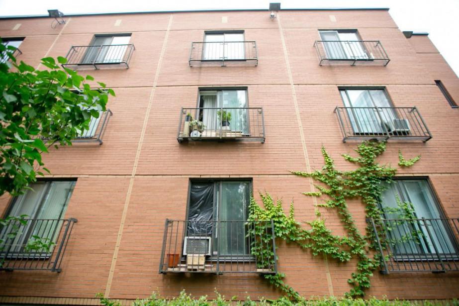L'immeuble à loyer modique où Pierre Coriolan a... (Photo David Boily, La Presse)