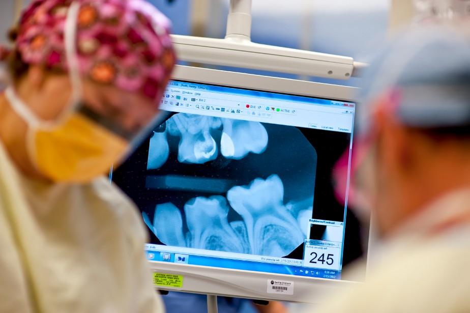 «Certains dentistes embauchent donc d'anciennes secrétaires, des éducatrices... (Photo Stuart Isett, The New York Times)