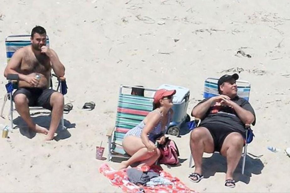 Des photos aériennes montrent Chris Christie (à droite)... (AP)
