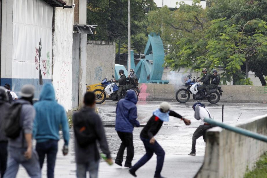 Des manifestations hostiles au président Maduro ont fait... (AP)