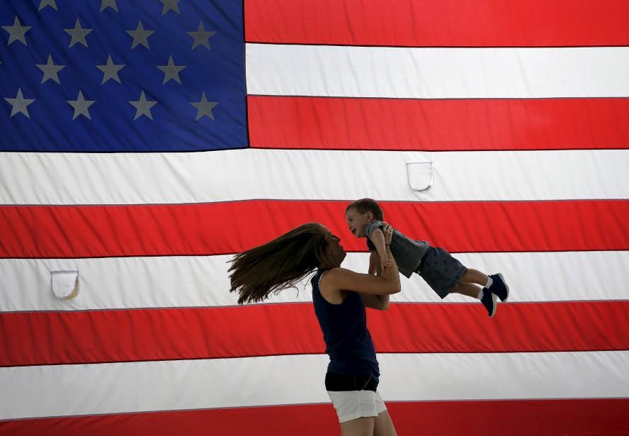 Brooke Kulow et son fils Brayden à Merriam, Kansas | 4 juillet 2017