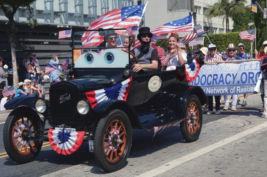 «Abraham Lincoln» dans une Ford antique à Santa Monica | 4 juillet 2017
