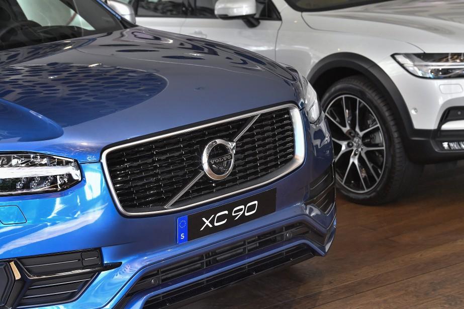 Une Volvo XC-90 photographiée au siège social de Volvo le 5 juillet 2017 à Stockholm. La filiale du groupe chinois Geeley a annoncé que Volvo va graduellement remplacer tous ses modèles à essence et diesel par des modèles hybrides ou tout élecriques. (photo : agence TT Nyhetsbyrån via AP)