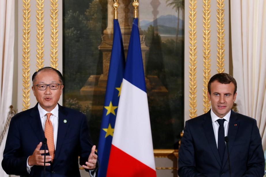 Le président français, Emmanuel Macron, et le président... (REUTERS)