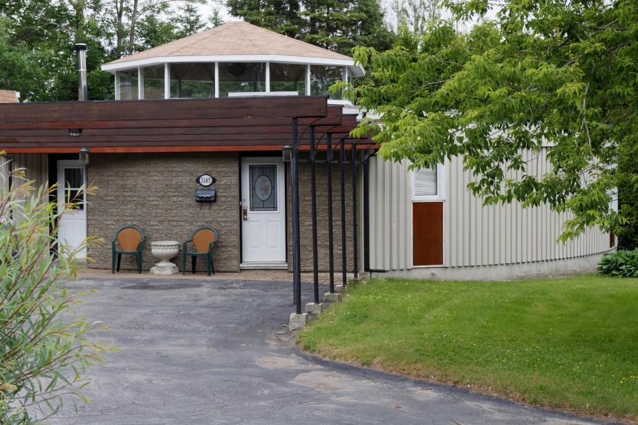 La Maison Gaston-Lapointe s'inspire des maisons dymaxion de Buckminster Fuller. Construite en 1962 est est l'oeuvre de la firme Desgagné et Côté Architectes. Cette construction d'avant-garde, qui se veut une exploration de la nouvelle machine à habiter, est unique au Canada. (Mélissa Bradette)