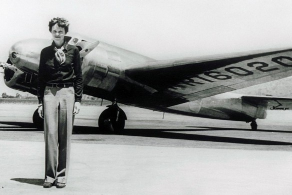 Amelia Earhart et son Lockheed Model 10 Electra... (Photo tirée d'internet)