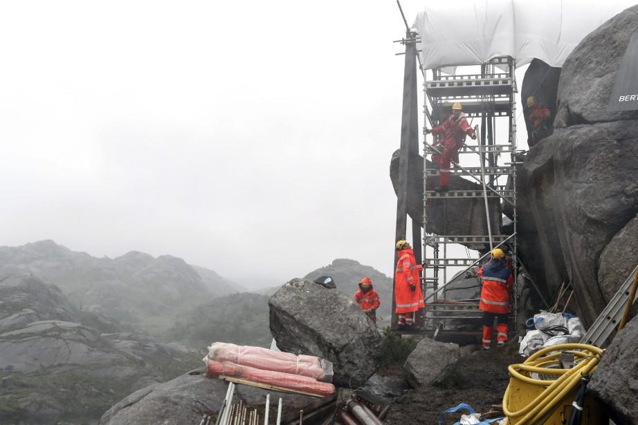 La protubérance d'une douzaine de tonnes a été... (Photo AP)