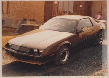 La voiture qui a marqué son enfance :«La Camaro brune de mon père, 1984 ou 1985. C'est là où j'ai commencé à capoter sur les autos. Ce n'était vraiment pas familial comme voiture. Ma mère s'en plaignait pas mal.» ()