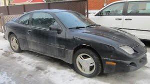 Sa pire voiture : «Je me souviens d'une Pontiac Sunfire noire 1998, la première voiture de ma blonde Annie, qui me l'avait laissée parce qu'elle avait reçu une auto de sa compagnie. Je l'ai endurée deux ans, et elle est morte entre mes mains.» ()