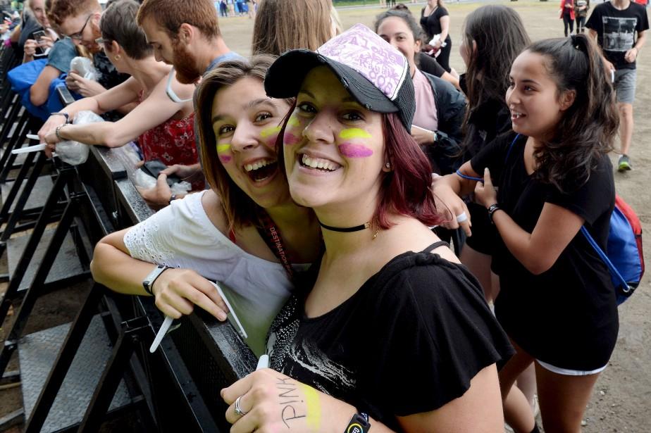 Des fans de Pink à l'entrée des Plaines, 8 juillet   8 juillet 2017