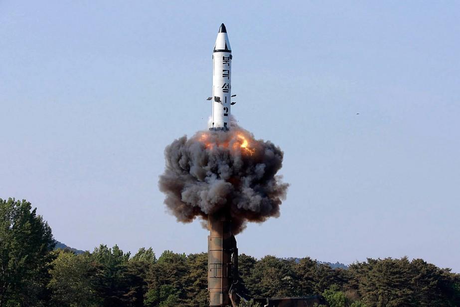 Un missilePukguksong-2 a été lancé par la Corée... (PHOTO ARCHIVES AP/KCNA)